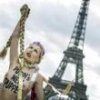 Femen a seno nudo per l'Ucraina sotto la Torre Eiffel09