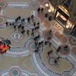 Greenpeace contro vestiti tossici attivisti appesi in Galleria a Milano14
