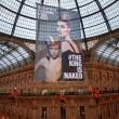 Greenpeace contro vestiti tossici attivisti appesi in Galleria a Milano13