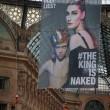 Greenpeace contro vestiti tossici attivisti appesi in Galleria a Milano4