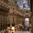 Greenpeace contro vestiti tossici attivisti appesi in Galleria a Milano03