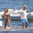 Mel B, toccatine finto lesbo con le amiche sullo yacht09