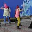 Pussy Riot picchiate e frustate dai cosacchi a Sochi06