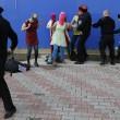 Pussy Riot picchiate e frustate dai cosacchi a Sochi09