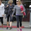 Reese Witherspoon e Naomi Watts compagne di yoga02