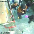 Rubava portafogli in Tre Passi nella metro di Milano02