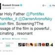 Russell Crowe, via Twitter, supplica Papa Francesco