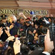 Sanremo: Beppe Grillo, monologo al bar poi lascia l'Ariston05