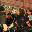 Sanremo: Beppe Grillo, monologo al bar poi lascia l'Ariston06