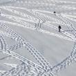 Simon Beck, l'artista che crea disegni calpestando la neve 09