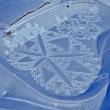 Simon Beck, l'artista che crea disegni calpestando la neve 03