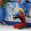 Sochi, l'atleta cinese esce di pista e sbatte contro i giudici03