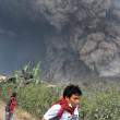 Sumatra come Pompei pioggia di cenere dal vulcano Sinabung02