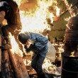 Ucraina tregua finita, nuovi scontri. Manifestanti in fiamme01