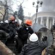 Ucraina: nuovi scontri polizia manifestati, tregua finita02