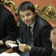 Matteo Renzi in Senato, tra foglietti e pennarelli