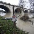 Roma, allarme Tevere rientrato, ma fiume ancora sotto osservazione (foto) 4
