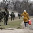 """Arseni Iatseniuk: """"Siamo sull'orlo del disastro"""". Usa: """"Russia rischia di uscire dal G8""""02"""