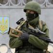 """Arseni Iatseniuk: """"Siamo sull'orlo del disastro"""". Usa: """"Russia rischia di uscire dal G8""""08"""