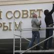 Crimea, rimosse le insegne ucraine dal parlamento 04