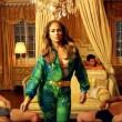 Jennifer Lopez con gli uomini semi nudi nel video I Luh Ya Papi02