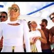 Jennifer Lopez con gli uomini semi nudi nel video I Luh Ya Papi01