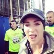 Kelly Roberts, la maratoneta che fa i selfie con i corridori più affascinanti05