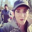 Kelly Roberts, la maratoneta che fa i selfie con i corridori più affascinanti06
