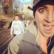 Kelly Roberts, la maratoneta che fa i selfie con i corridori più affascinanti01