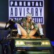 Miley Cyrus hard nel concerto di Miami mima l'atto sessuale su un'auto04