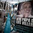 Papa Francesco, poveri dell'Argentina festeggiano un anno di pontificato02