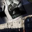 Poster contro l'ex premier ucraino Victor Yanukovych a Kiev (Ap)