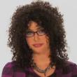 Kim Kardashian si fa brutta per la tv: occhialoni e parrucca riccia in testa03