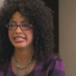 Kim Kardashian si fa brutta per la tv: occhialoni e parrucca riccia in testa01