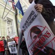 Putin raffiugrato come Hitler a Kiev (Ap)