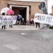 """Corte Roma, """"multa"""" di pipì davanti al ministero della Salute"""