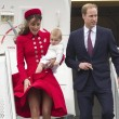 Kate Middleton, il vento le alza la gonna02