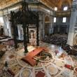 Papa Francesco sdraiato a terra a San Pietro per celebrare la Passione01