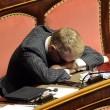 Senatore D'Ascola (Ncd) si addormenta in Senato durante discussione Def04