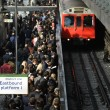 Londra, sciopero metro: vagoni presi d'assalto dai pendolari02