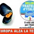 """Giorgia Meloni su Fb: """"Ho corretto il manifesto"""". Una cozza al suo posto (foto)"""