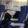 B-tourist, la fascia che protegge dai vicini molesti in aereo03