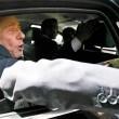 Berlusconi lascia Cesano Boscone inseguito dai cronisti12