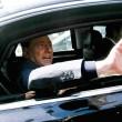 Berlusconi lascia Cesano Boscone inseguito dai cronisti08