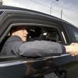 Berlusconi lascia Cesano Boscone inseguito dai cronisti07