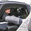 Berlusconi lascia Cesano Boscone inseguito dai cronisti06