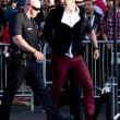 Brad Pitt aggredito sul red carpet alla prima di Malefiecent13