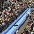 Bristol, scivolo gigante d'acqua in strada01