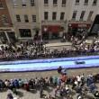 Bristol, scivolo gigante d'acqua in strada03
