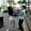 Cina, donna multata picchia vigile urbano03